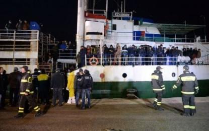 Italie : nouvelle arrivée d'un navire rempli de migrants