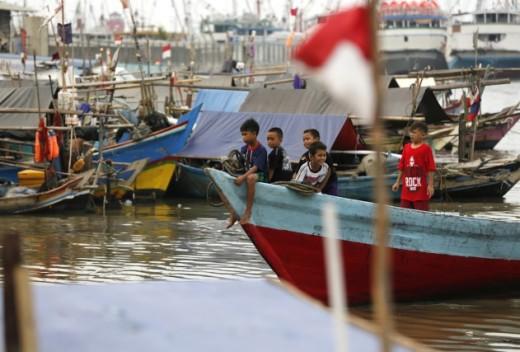 982394-plusieurs-milliers-indonesiens-dont-nombreux