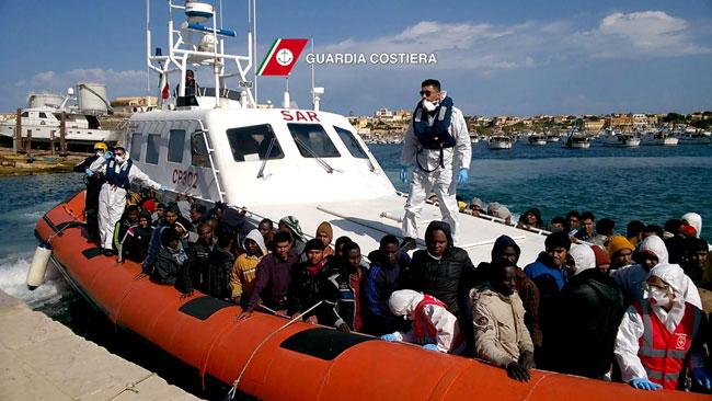 Italie : Des centaines de migrants secourus en Méditerranée