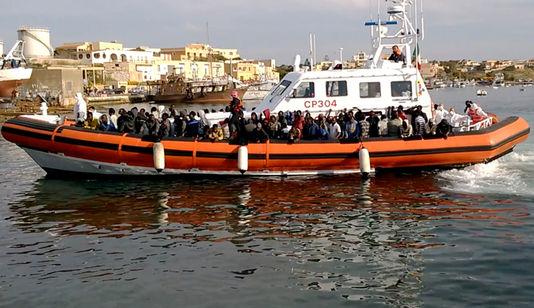 Italie : des milliers de migrants secourus en Méditerranée