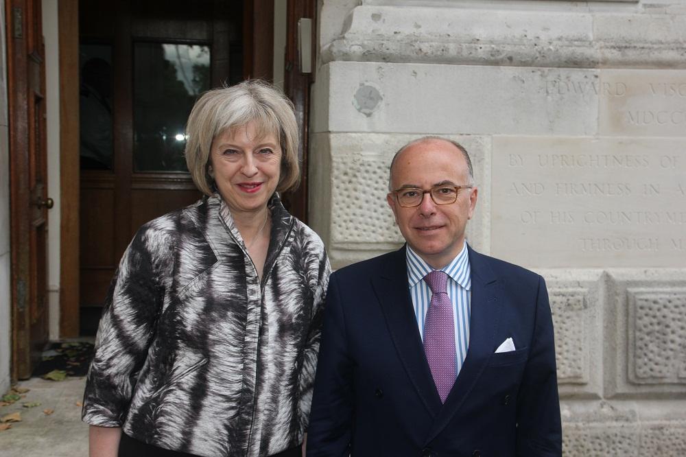 La France et la Grande-Bretagne la main dans la main pour résoudre la crise des migrants à Calais