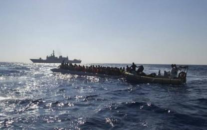 Des navires européens à la rescousse d'un millier de migrants au large de la Libye