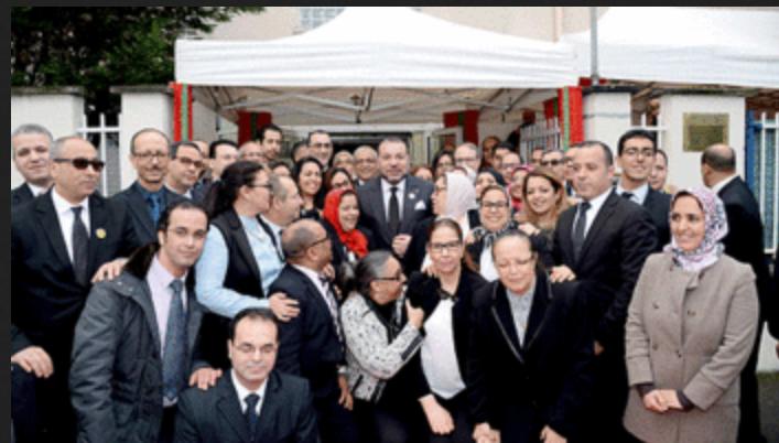 Paris: le roi Mohammed VI rapproche les services consulaires des ressortissants marocains