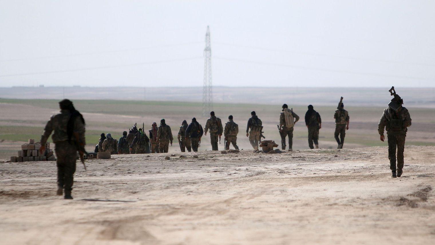 Double offensive en Syrie et en Irak contre l'Etat islamique