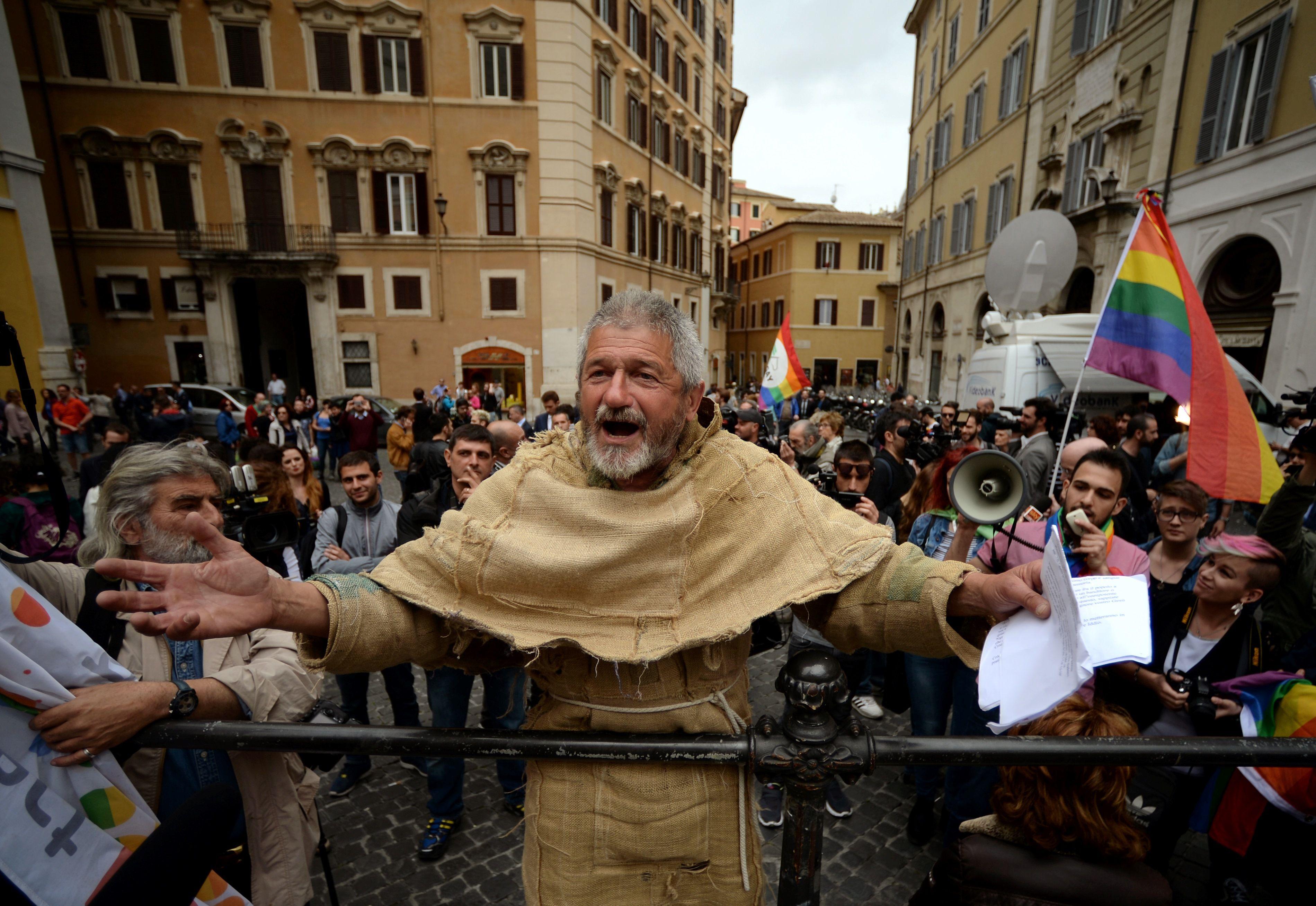 Italie : adoption d'une union civile pour les couples de même sexe