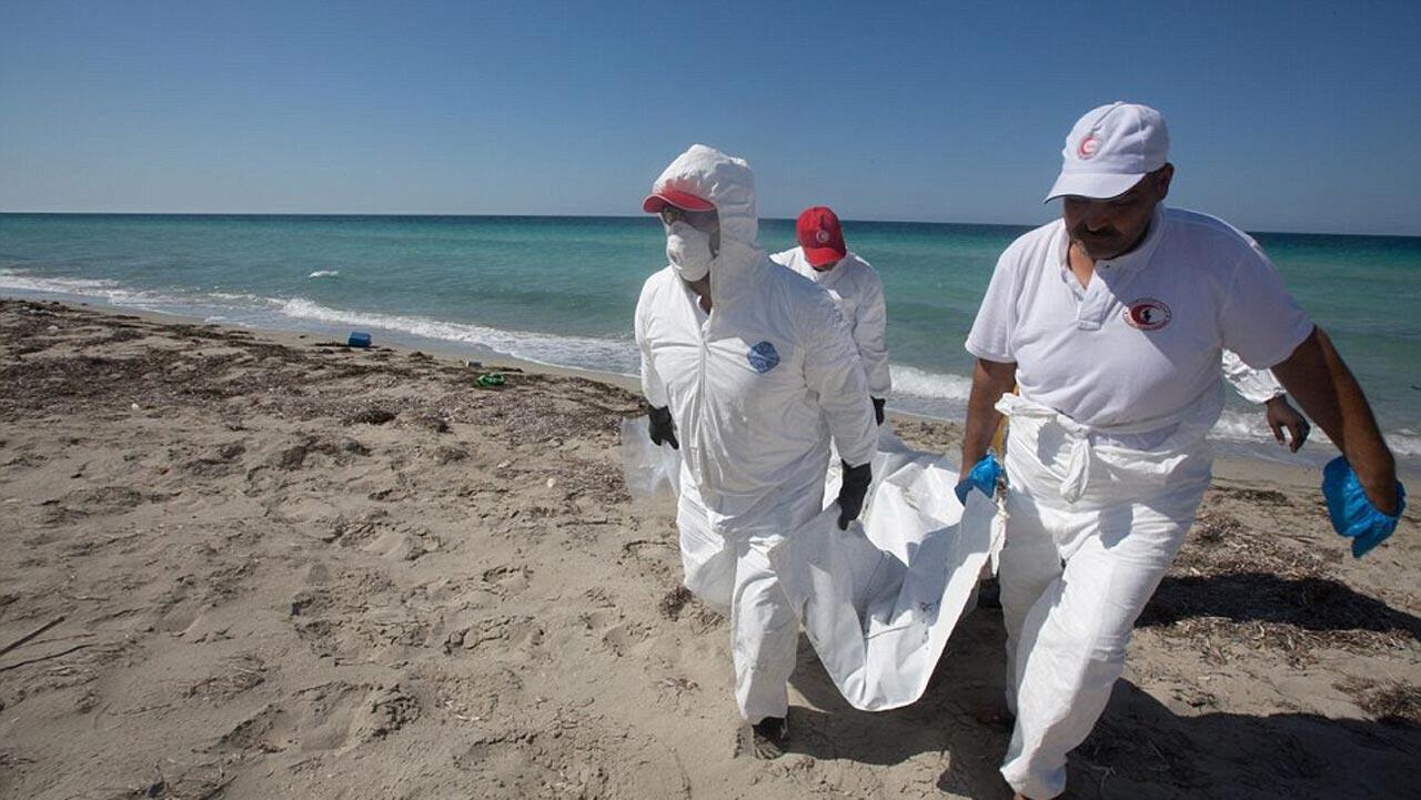 Une quarantaine de dépouilles de migrants retrouvées sur une plage libyenne de Sabrata