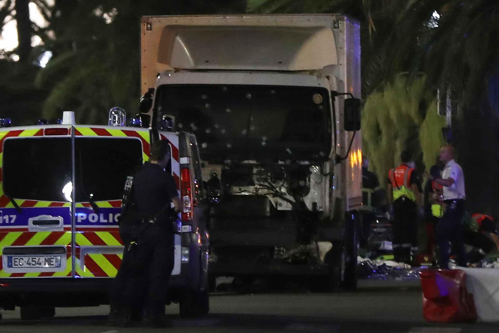 La France endeuillée pour un nouvel attentat meurtrier à Nice