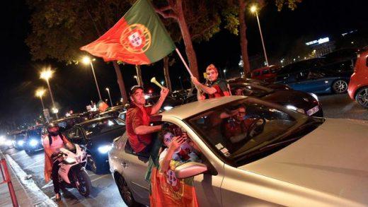 des-supporteurs-de-l-equipe-du-portugal