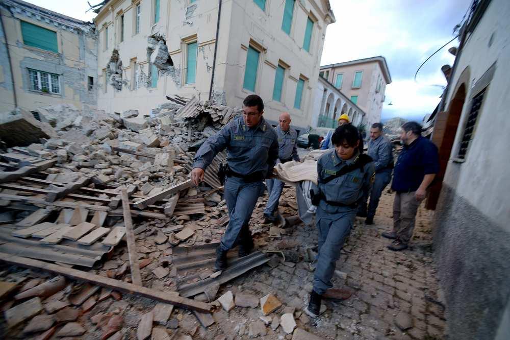Un séisme au centre nord d'Italie fait au moins huit morts et d'importants dégâts