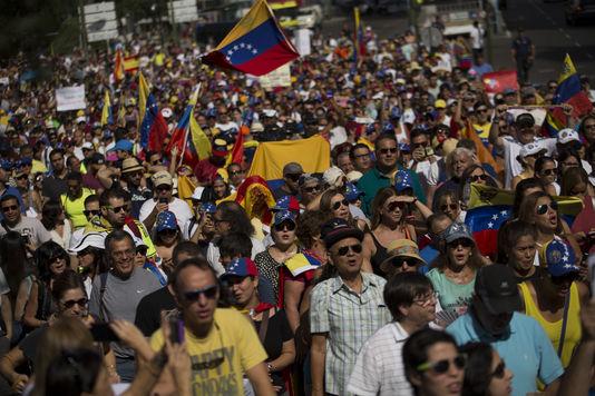 Espagne : Des milliers de Vénézuéliens réclament le départ du président Maduro