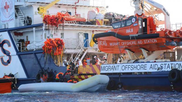 Méditerranée : cinq dépouilles récupérées et 650 migrants secourus selon les gardes-côtes italiens