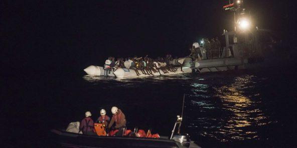 Plusieurs victimes dans le chavirement d'un canot au large de la Libye