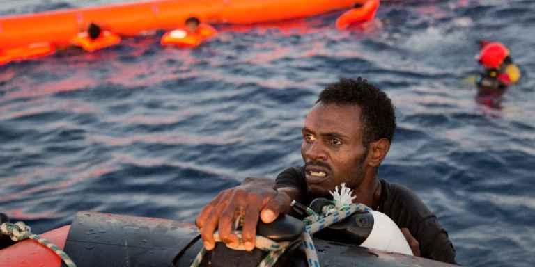 Plus de 730 migrants secourus au large de la Libye