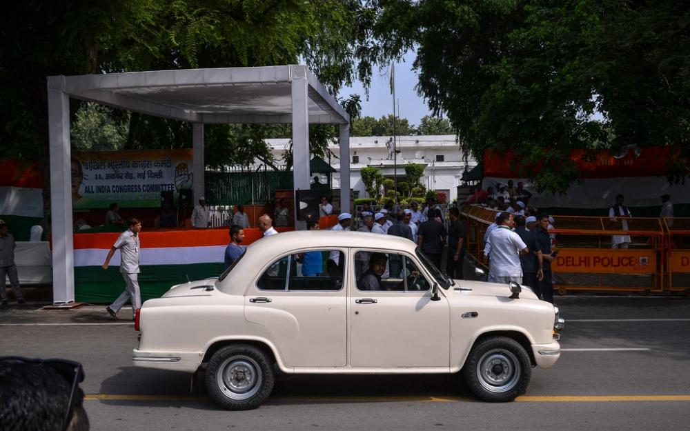 Le français PSA se paye pour 11 millions d'euros la marque indienne l'Ambassador
