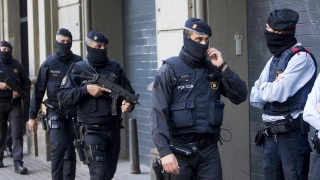 Vaste opération antiterroriste de la police dans la région de Barcelone