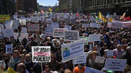 Des milliers de Russes manifestent à Moscou contre un grand plan de relogement