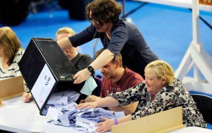 Grande-Bretagne : Les conservateurs perdent la majorité absolue au Parlement