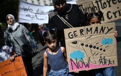 Des réfugiés manifestent devant l'ambassade d'Allemagne à Athènes