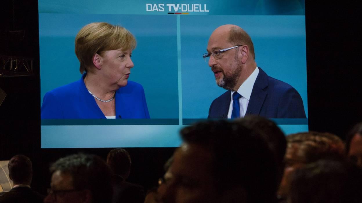 Allemagne : Merkel sort confortée de son débat avec Schulz selon les sondages