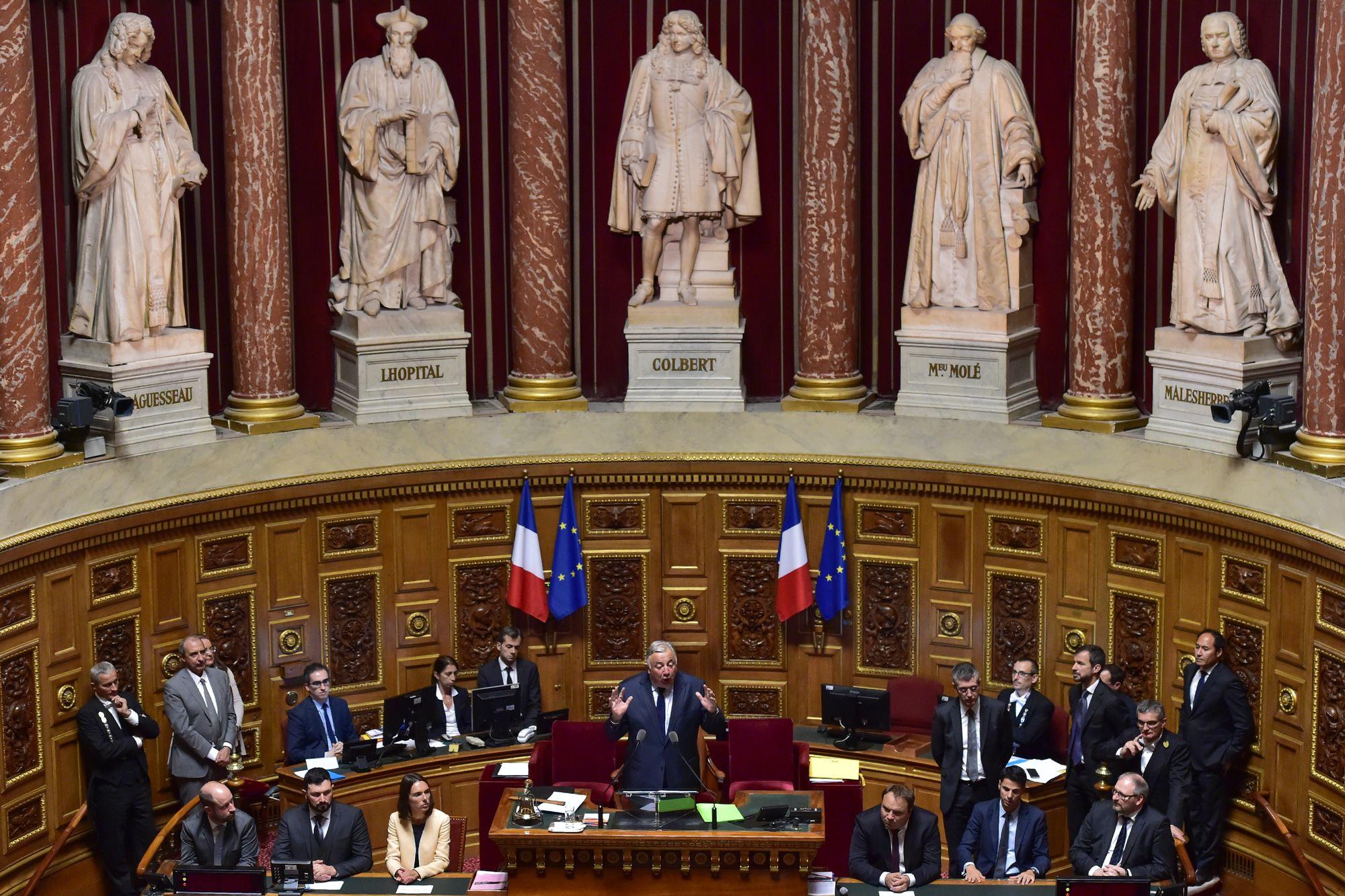 Le Parlement français adopte la controversée loi antiterroriste