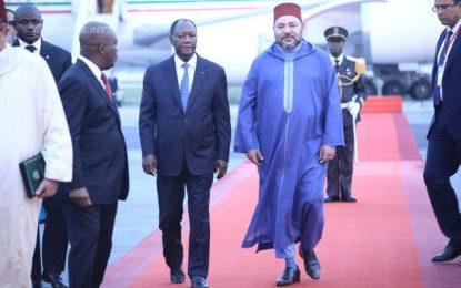 Mohammed VI entame une visite en Côte d'Ivoire et assistera au Sommet UA-UE