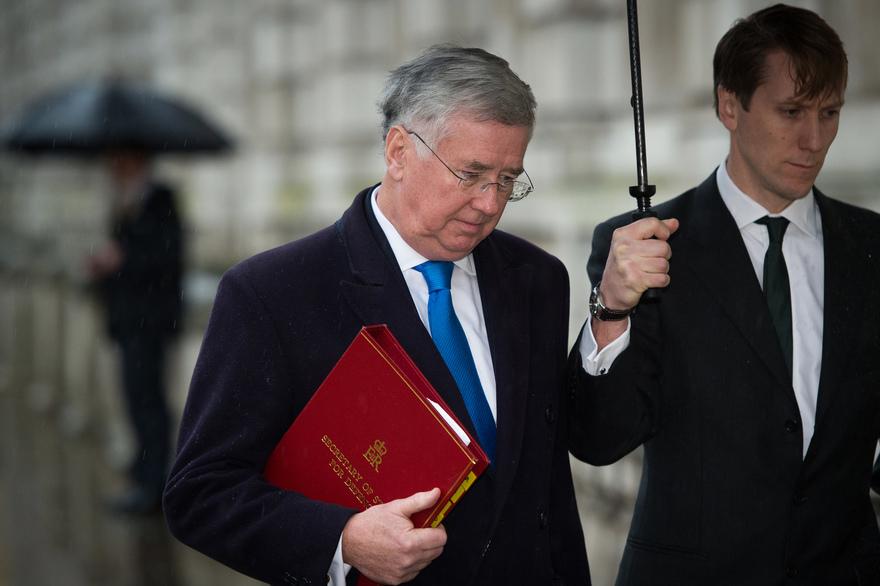Le ministre britannique de la défense accusé de harcèlement sexuel rend le tablier