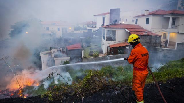 Huit tués dans un incendie au nord du Portugal
