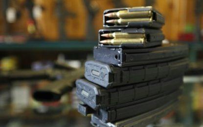 Un haut magistrat plaide contre la détention des armes à feu aux USA