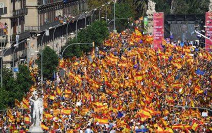 Des centaines de milliers d'Espagnols réclament à Barcelone la libération des leaders indépendantistes