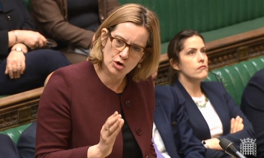 Royaume-Uni : la ministre de l'Intérieur emportée par le scandale Windrush