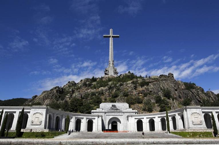 Espagne : Pedro Sanchez souhaite déplacer les restes de l'ancien dictateur Franco
