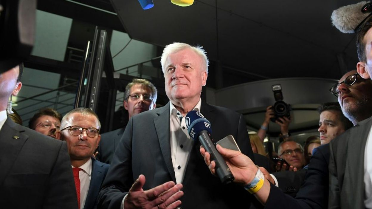Le ministre allemand de l'Intérieur Seehofer ne quittera pas son poste