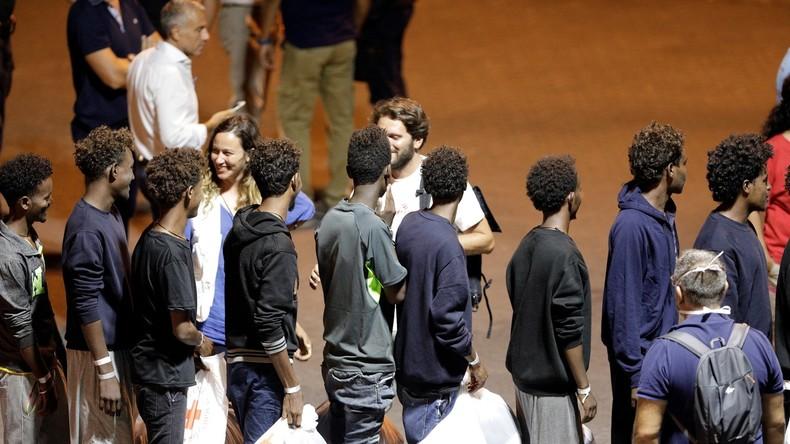 Italie : Salvini autorise le débarquement des migrants du Diciotti