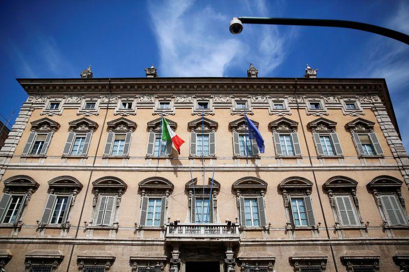 Le Sénat italien adopte le décret-loi de Salvini sur l'immigration