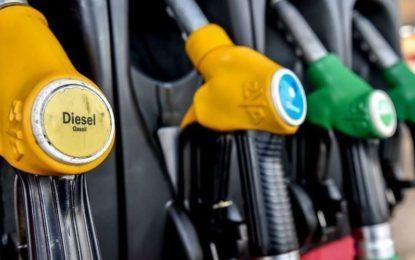 Le gouvernement français tire un trait sur les hausses des taxes sur le carburant