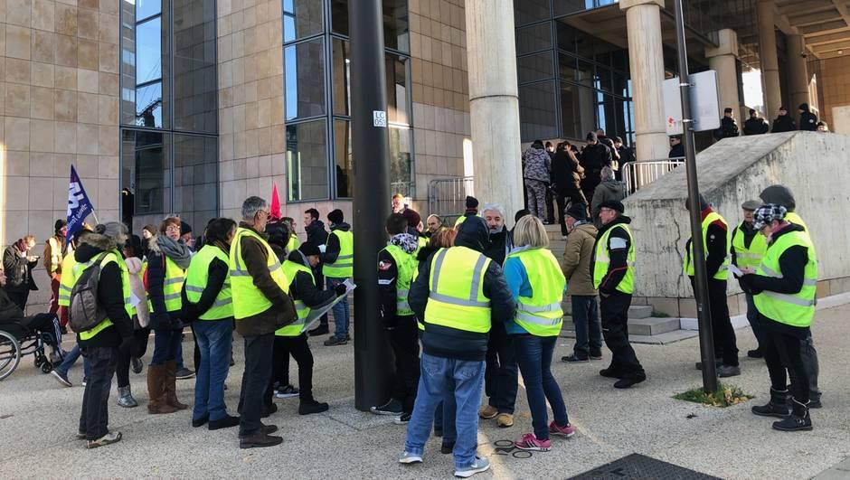 France : des Gilets jaunes devant la justice