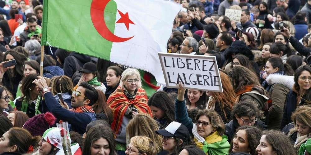 Les Algériens plongés dans le doute après le retrait de Bouteflika de la course présidentielle