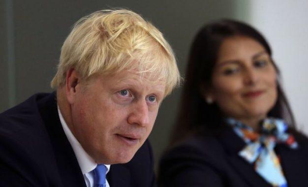 Le nouveau Premier ministre britannique essuie son premier revers électoral