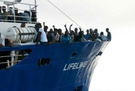 Passage en force d'un navire humanitaire pour accoster en Italie