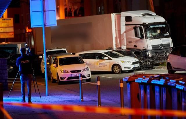 Allemagne : Un homme au volant d'un camion volé fonce sur plusieurs voitures à Limburg