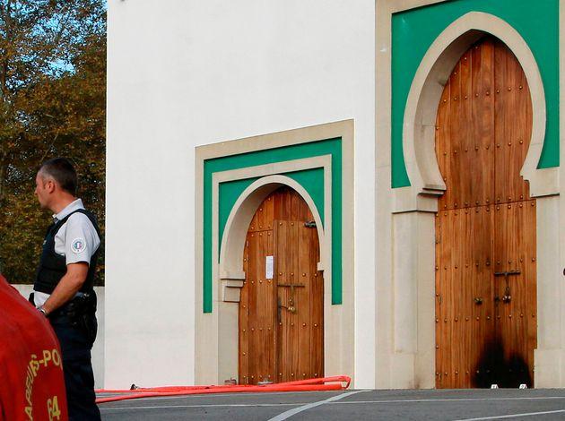 Deux blessés dans une fusillade devant une mosquée en France