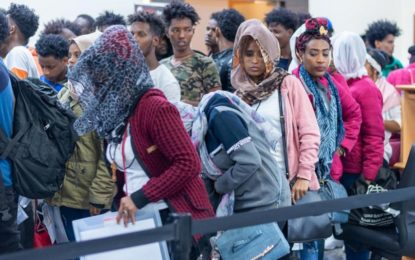 Le HCR évacue un troisième groupe de 116 réfugiés depuis la Libye vers le Rwanda