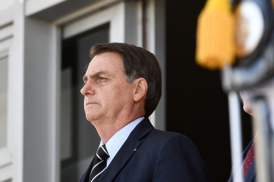 Le président brésilien Jair Bolsonaro hospitalisé suite à un accident domestique