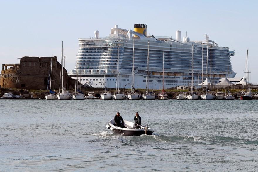 Coronavirus : Après des heures d'attente, les passagers d'un navire autorisés à débarquer en Italie