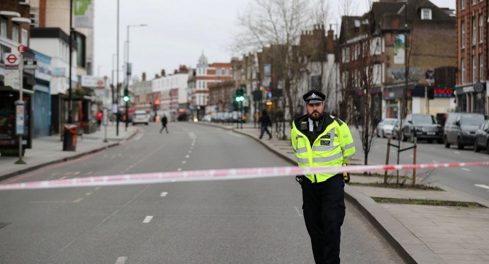 Royaume-Uni : Un homme blesse 3 personnes à Londres, avant d'être battu