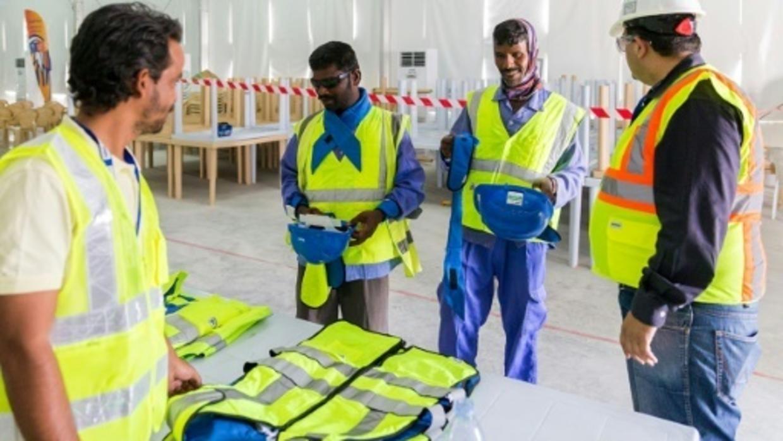 Qatar : Human Rights Watch s'inquiète pour le non-versement des salaires à des travailleurs étrangers