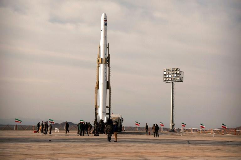 Le lancement du 1er satellite militaire iranien suscite l'ire de Washington
