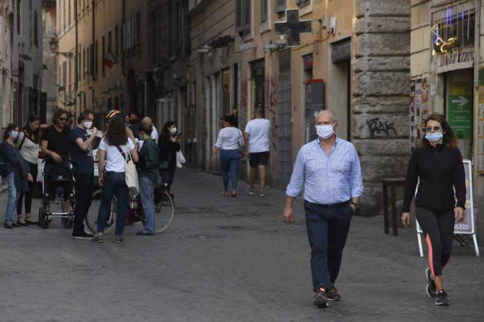 Covid-19 : L'Italie compte moins de 1.000 cas en réanimation, une première en deux mois