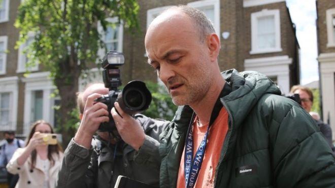 Royaume-Uni : Boris Johnson maintient son principal conseiller accusé de ne pas avoir respecté le confinement