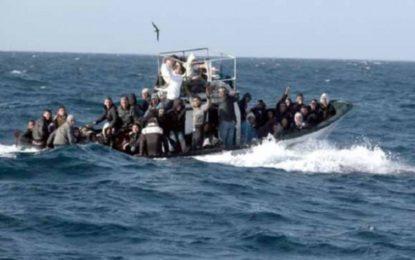 Méditerranée : les gardes-côtes algériens repêchent 10 dépouilles et interpellent près de 500 migrants